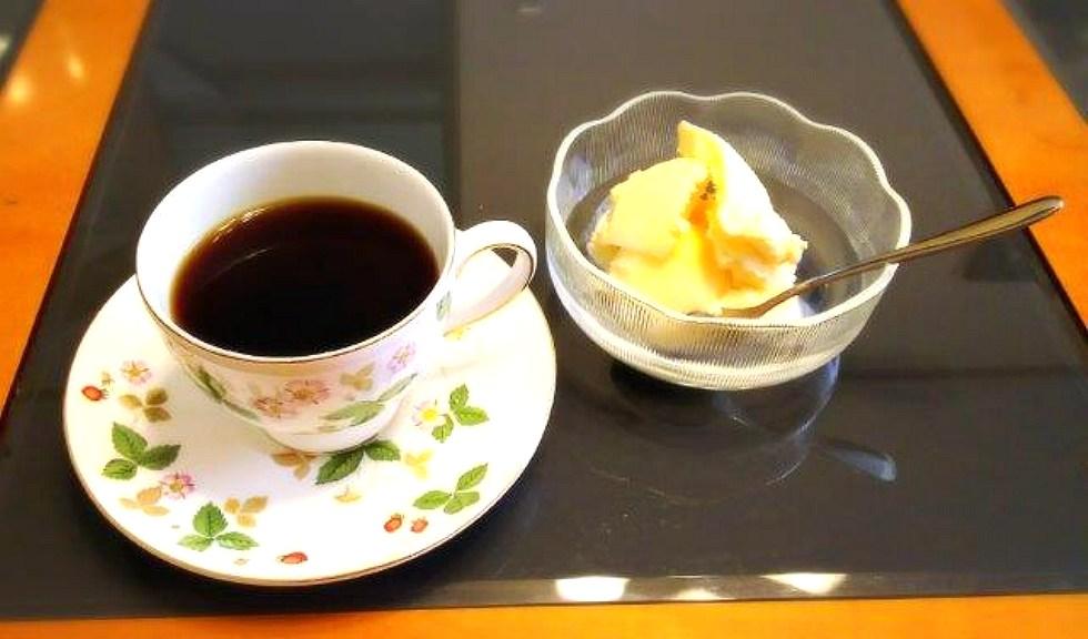 バニラアイスにコーヒー「アフォガード」