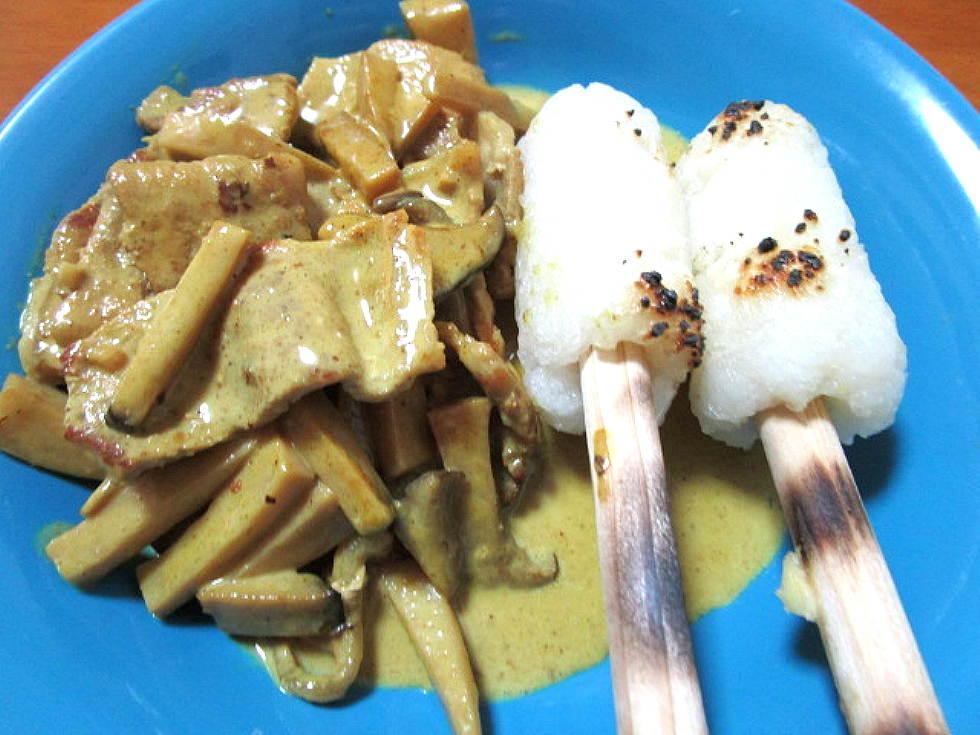バーベキュー de きりたんぽ豚と茸のカレークリーム煮