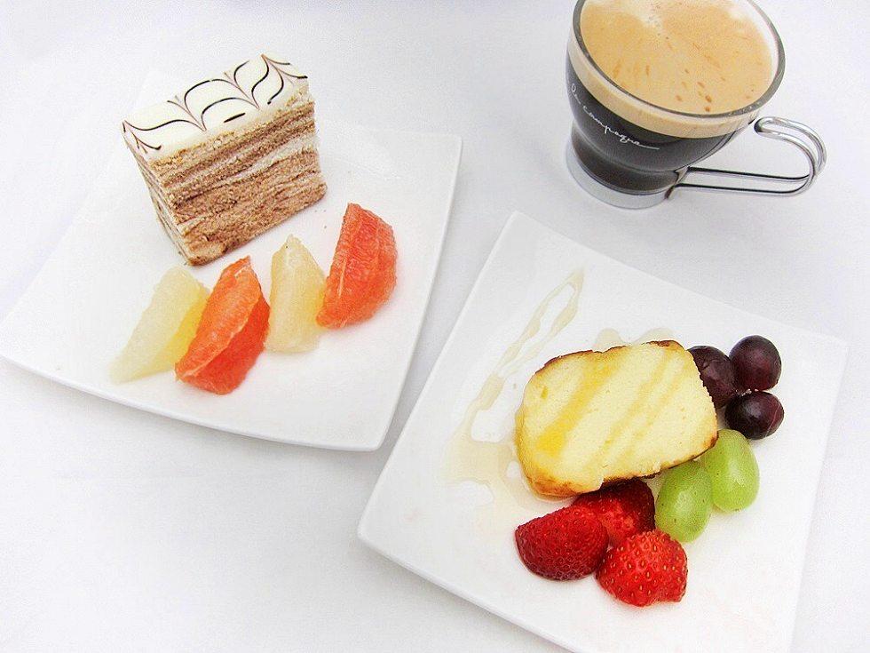 日本酒のケーキと米粉のマーブルケーキ